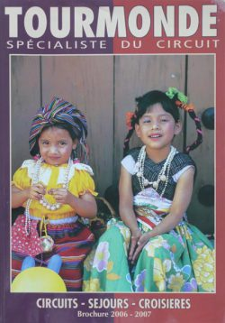 Couverture de la brochure touristique TOURMONDE representant 2 enfants sud américains.